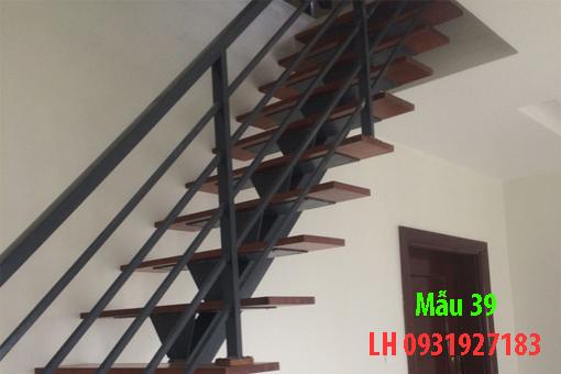 mặt bậc gỗ, tay vịn sắt
